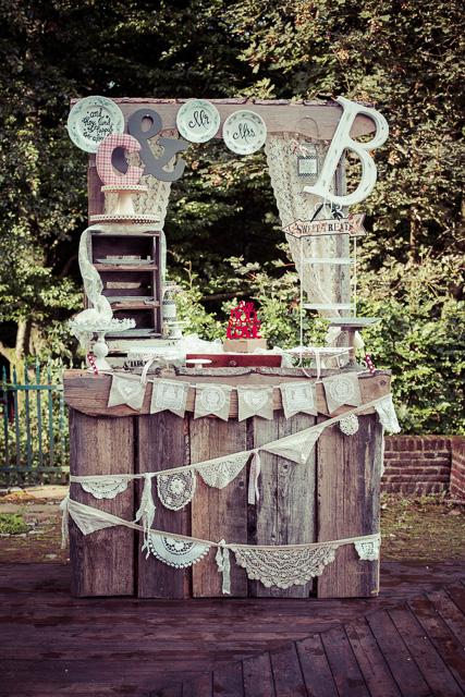Tataa! mein 'Drifted Wooden Hochzeits Stand'