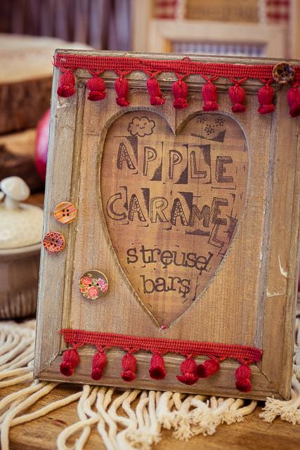 Apple Caramel Streusel Bars