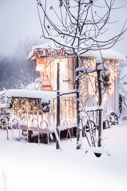 Unser Zirkuswagen im Schnee