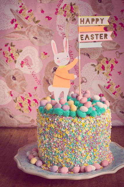 Frohe Ostern, den Cake Topper habe ich aus Maastricht