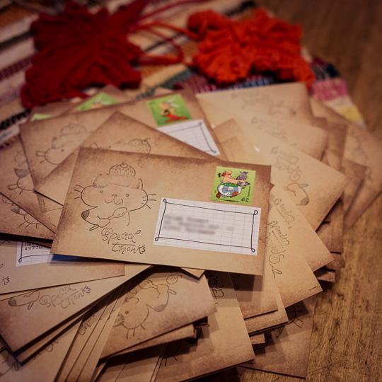 Die 100 Umschläge mit den Library Cards als Dankeschön