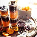 Aprikosen- und Blaubeermarmelade (geschichtet)