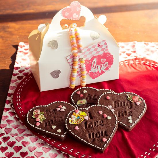 Bei diesem Crafternoon Verzieren wir Cookies und Verschönern auch noch eine passende Geschenkbox.
