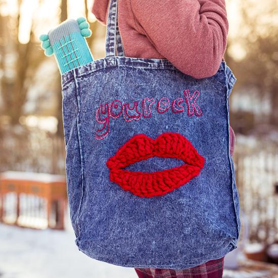 Bei diesem Crafternoon 'pimpen' wir Deine neue Lieblings Denim Einkaufstasche mit einem Häkelmund und einem witzigen Spruch.