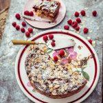 Brot Pudding mit Himbeeren, Rhabarber und Schokochips