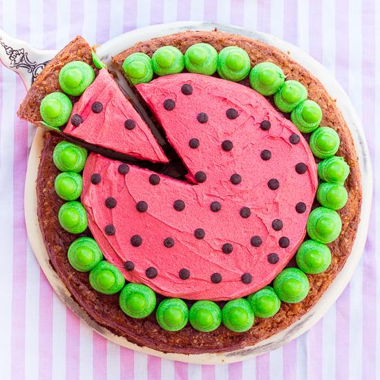 Mein Wassermelonen Carrot Cake: Bei der Buttercreme habe ich  versucht genau den echten Farbton der Melone zu treffen.