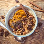 Porridge mit Kürbispüree und Granola