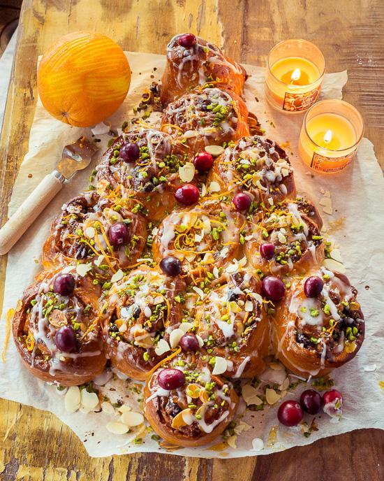 Das Grundrezept ist aus School of Baking, ich habe das nur mit Pistazien, Cranberries und Orangen für die Version verfeinert.